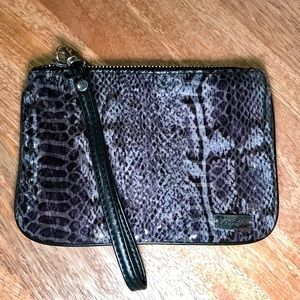 Express wristlet with detachable handle